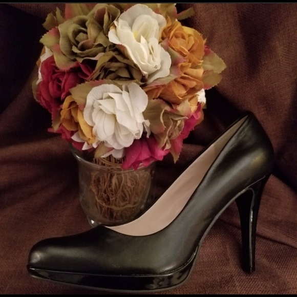 "6fe838359 Nine West Black Pumps (Resale) Sz 8 4"" heel"